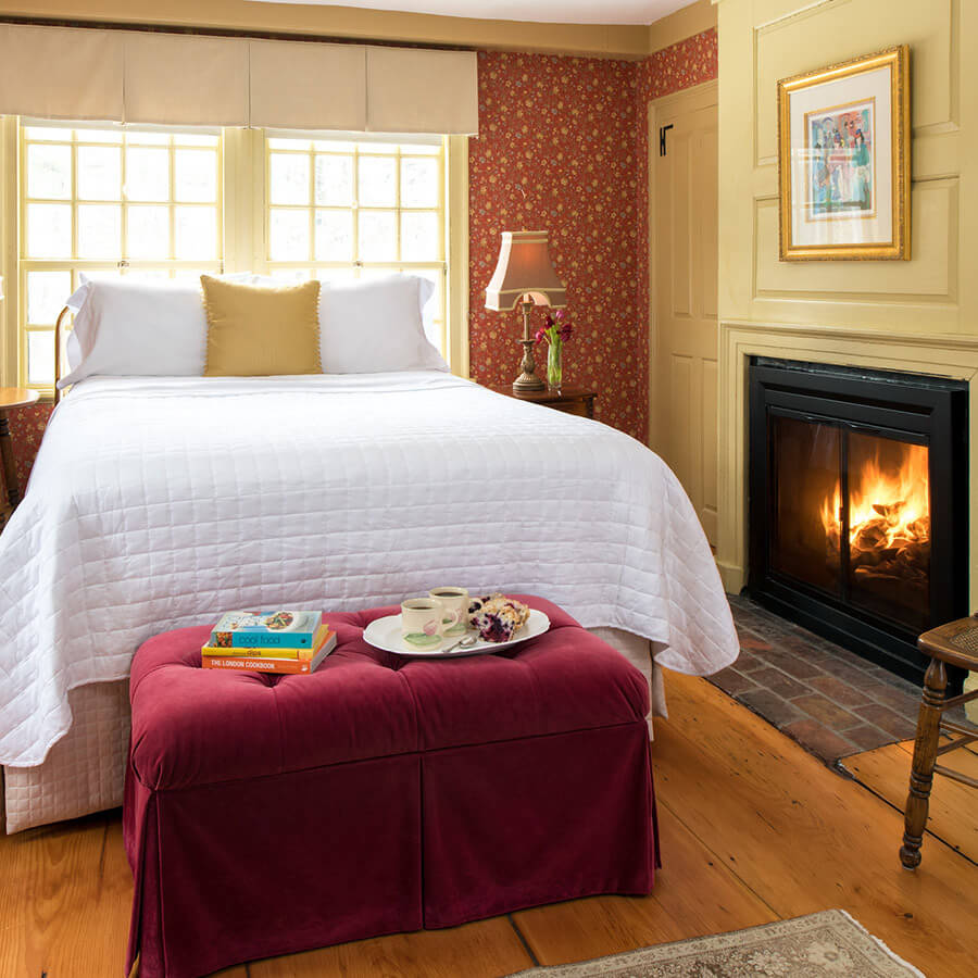 Bourne Room bed and fireplace