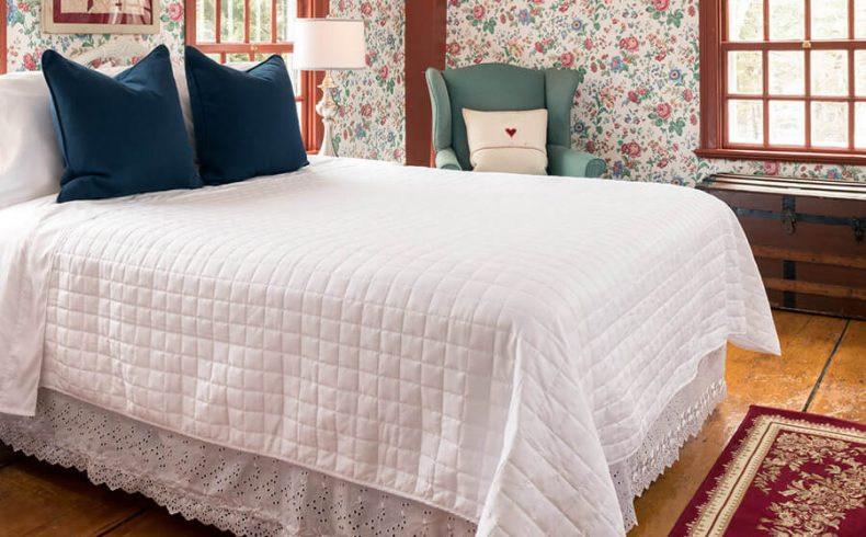 Romantic lodging in Kennebunkport, Maine - Kingsbury Room bed