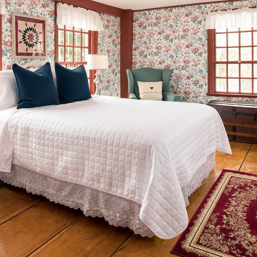 Romantic lodging in Kennebunkport, Maine - Kingsbury Room bed