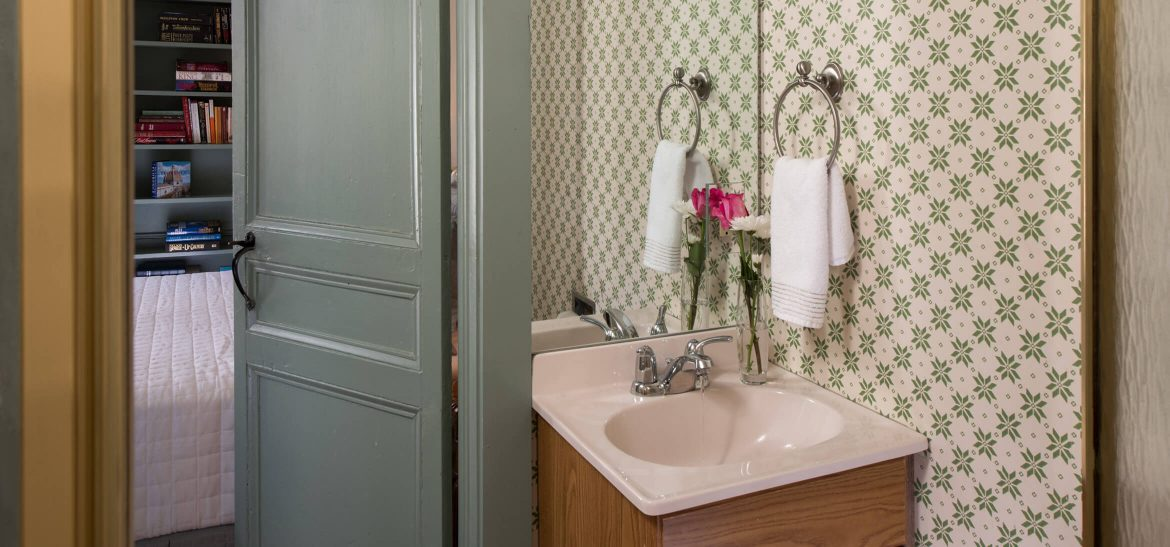 Ralph's Library bathroom B&B in Kennebunkport, Maine