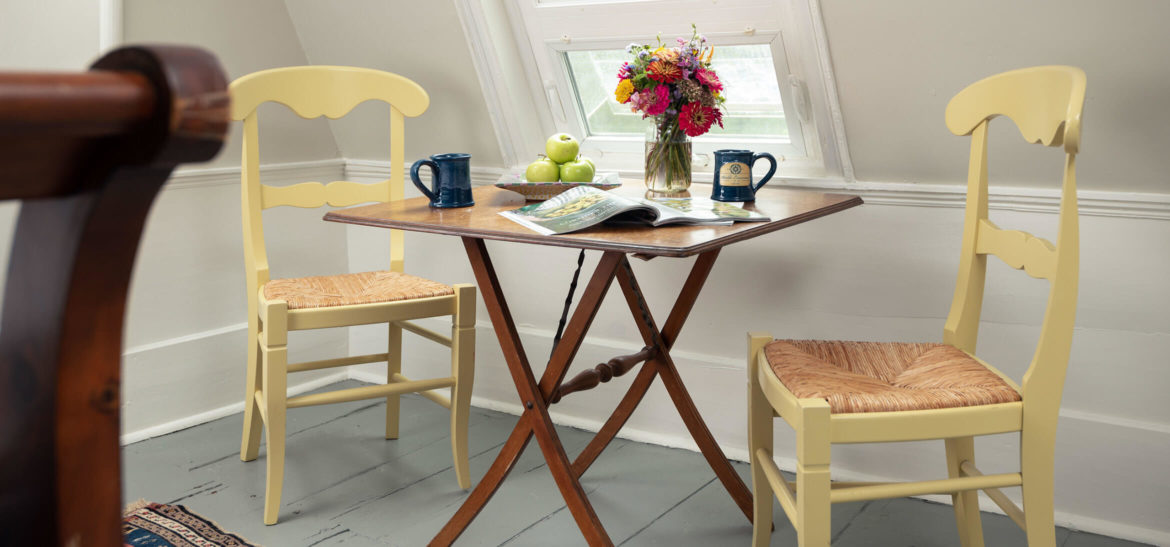 Kennebunkport, Maine accommodations - Waldo's Retreat Room seating area with table