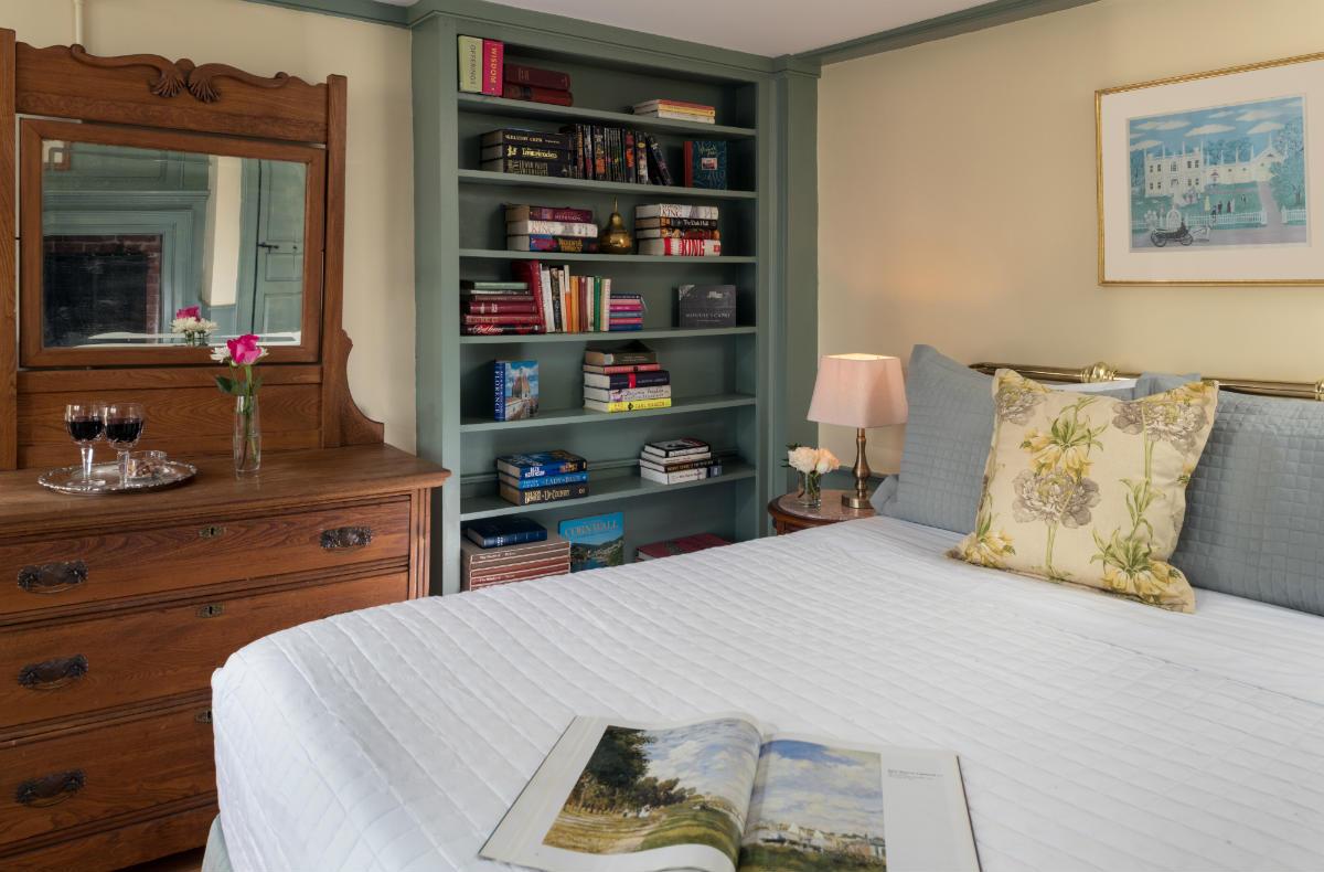 Ralph's Room at Waldo Emerson Inn